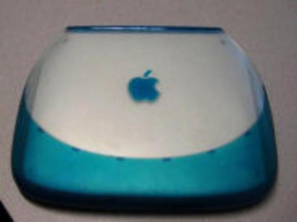 フォトレポート:クラムシェル型iBook G3を分解--革新的デザインの内部 ...