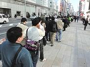 「iPad 2」が日本でも発売--アップルストア銀座には長蛇の列