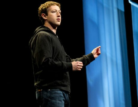 2010年のF8でのMark Zuckerberg氏。