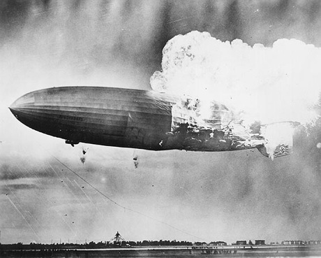 ヒンデンブルク号」爆発から75年--写真で振り返る巨大飛行船と衝撃的な ...