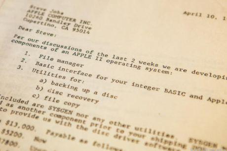 1978年4月10日に締結された契約は、Apple初のディスクオペレーティングシステムの開発に関する条件を網羅していた。