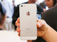 「iPhone 5s」を「GALAXY S4」「HTC One」の仕様と比較