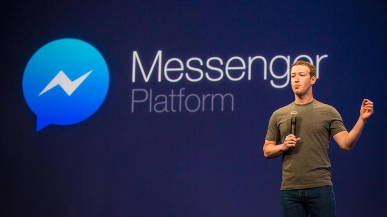 サンフランシスコで開催のF8開発者会議に参加した多数の開発者に訴えかけるFacebookのCEOであるMark Zuckerberg氏