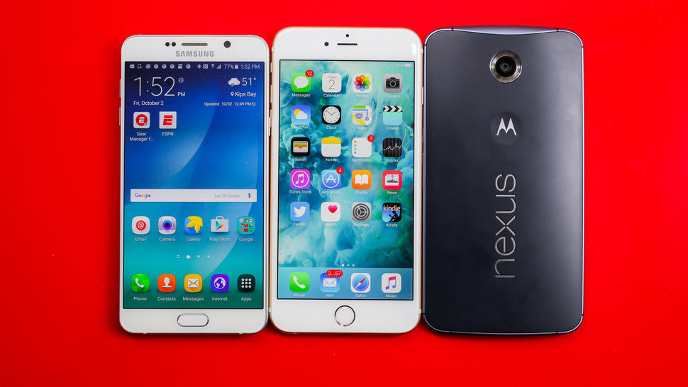 左から右に、サムスンGalaxy Note 5、iPhone 6s Plus、Google Nexus 6。