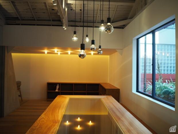 2階のカフェとワークショップスペース。