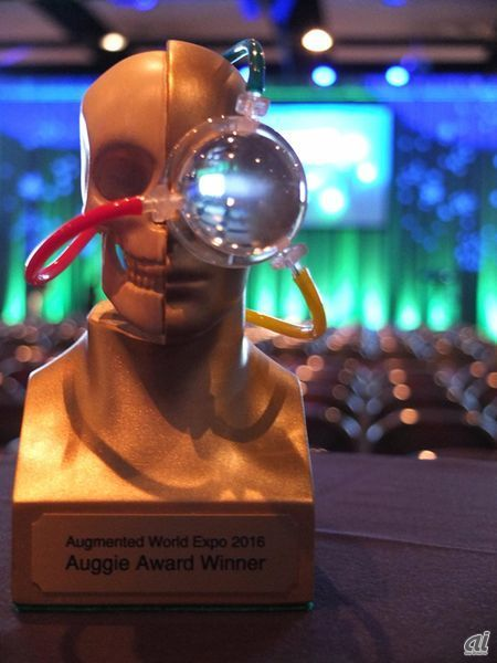 Auggie Awardのトロフィー
