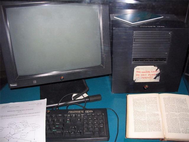 Tim Berners,Lee氏がWWWのための最初のサーバとして使用した「NeXT」コンピュータ提供:Coolcaesar