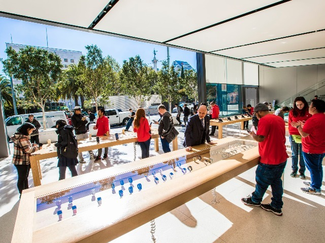 apple-store-union-square-holidays-5836_640x480.jpg