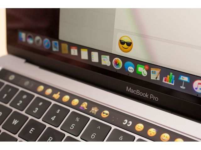 apple-macbook-pro-with-touch-bar-13-inch-2016-13_640x480.jpg