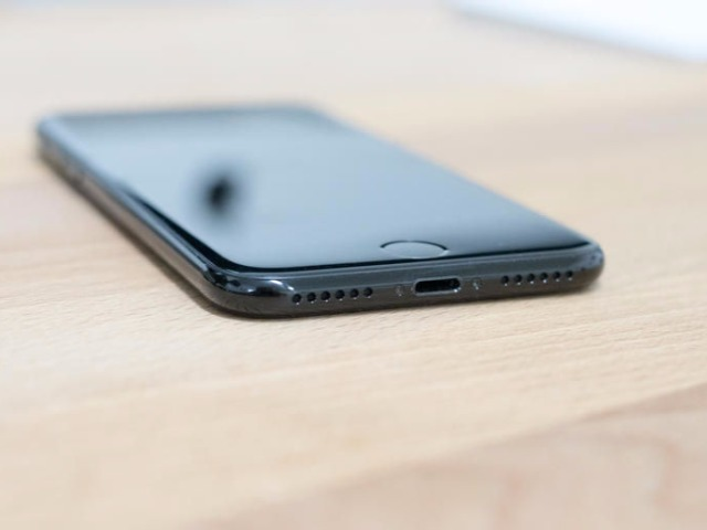 iphone-7-jet-black-8_640x480.jpg