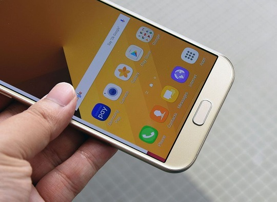 サムスンの「Galaxy A7」