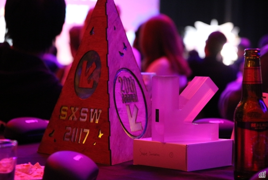 SXSW Interactive Innovation Awardsのトロフィー