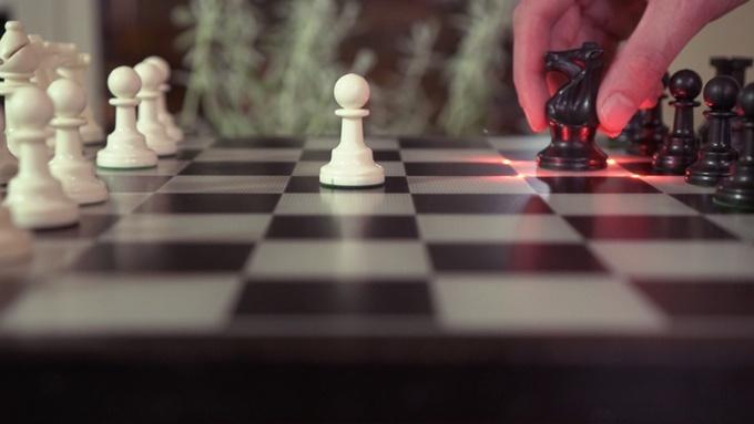オンライン対戦やAI対戦が楽しめるスマートなチェス盤--初心者 ...