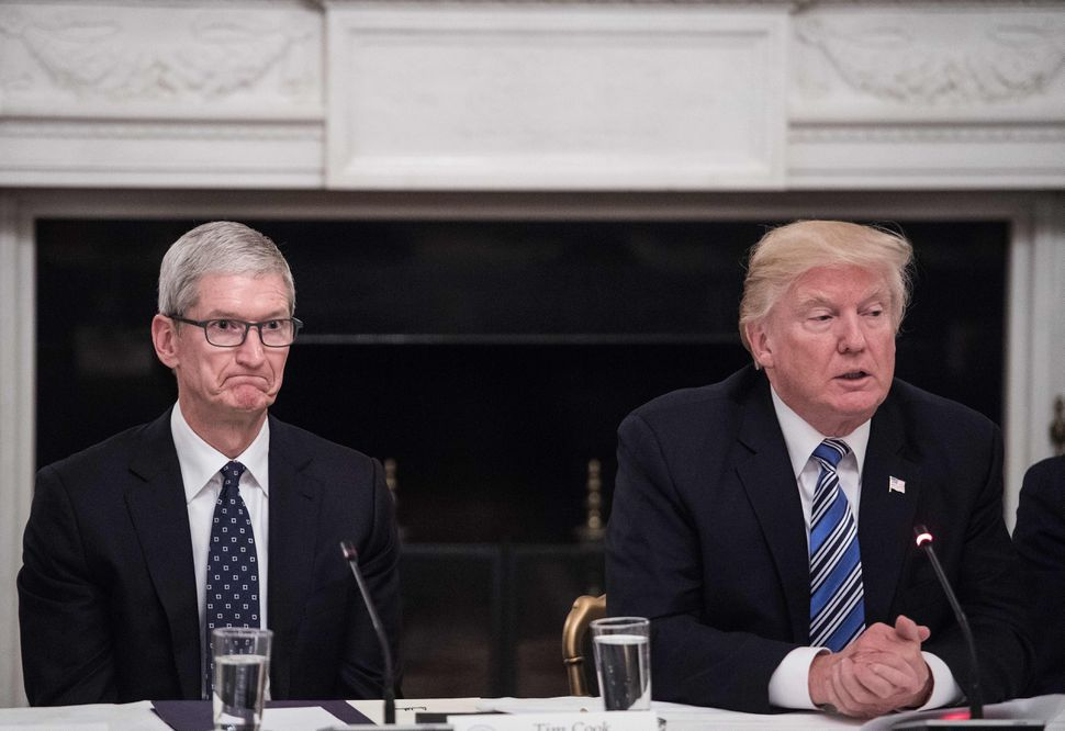 Apple CEO Tim Cook and US President Donald Trump