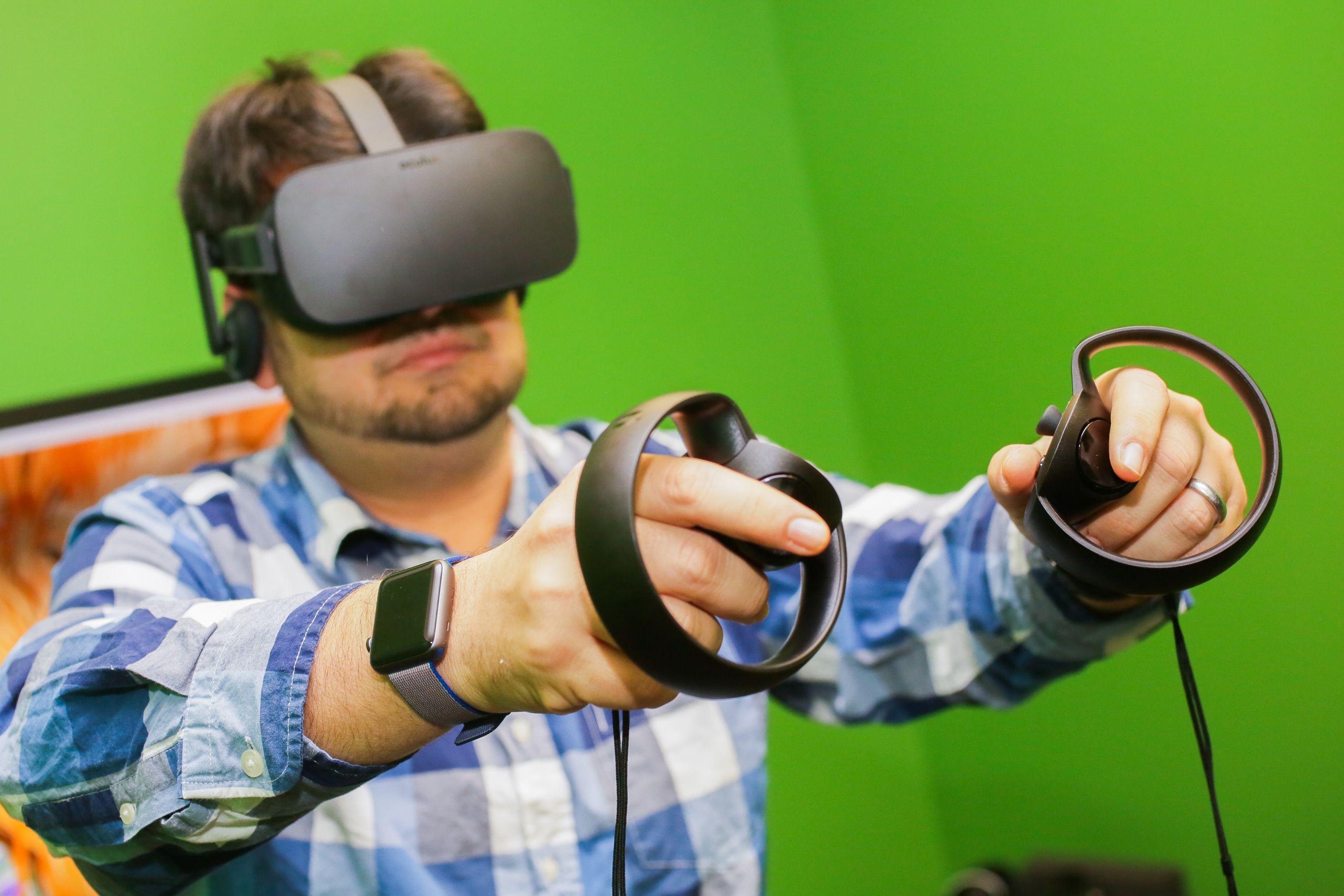「Oculus Rift」と「Oculus Touch」