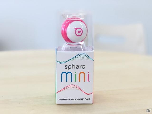 スフィロは10月20日、無料のスマートフォンアプリ(iOS/Android)を利用して操作できるロボティックボール「Sphero Mini(スフィロ ミニ)」の販売を開始した。ピンポン玉サイズのロボットボールで、小さいが意外とハイテクなおもちゃなのだ。Spheroのプログラミングアプリ「Sphero Edu」 に対応し、科学・技術・工学・数学(STEM)教材としても使用できるのもポイントだ。