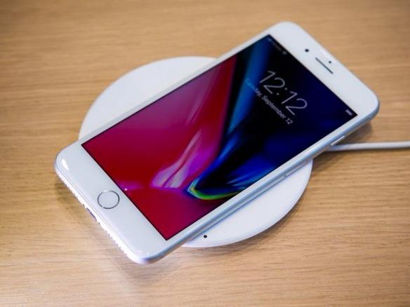 iPhone 8/X」のワイヤレス充電、「iOS 11.2」で7.5Wに対応か - CNET Japan