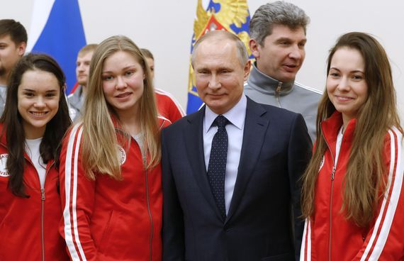 ロシアの選手らと会うVladimir Putin露大統領