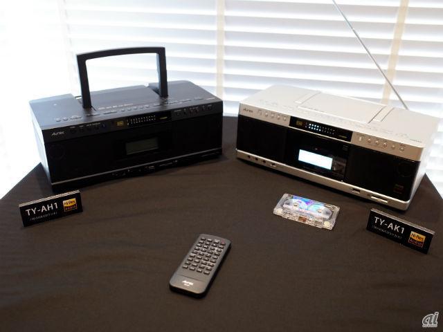 CDラジオ「TY-AH1」(左)とCDラジカセ「TY-AK1」(右)