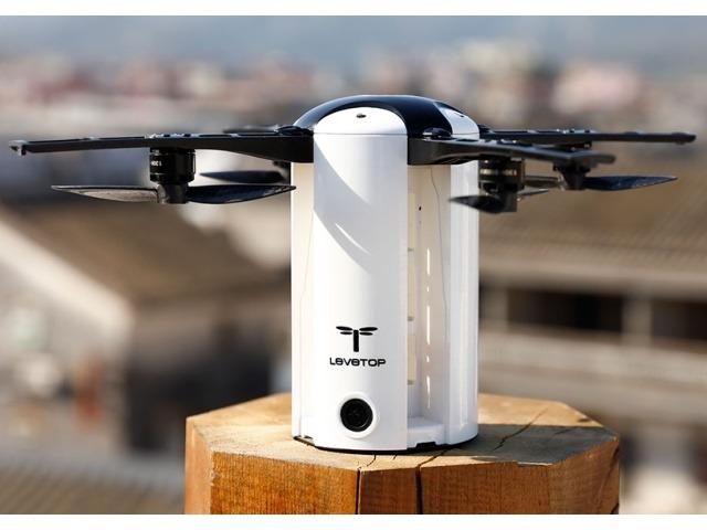 ローターを折り畳んでコンパクトに持ち運べるドローン「LeveTop」--三脚感覚で