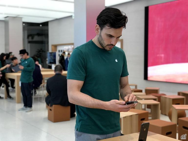 スタッフのTシャツのカラーもグリーンに変わった。2018年はいつになく深いグリーンだ