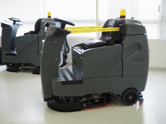 人手不足の解決へ--ソフトバンク、自律走行する床洗浄機サービス「AI 清掃 PRO」