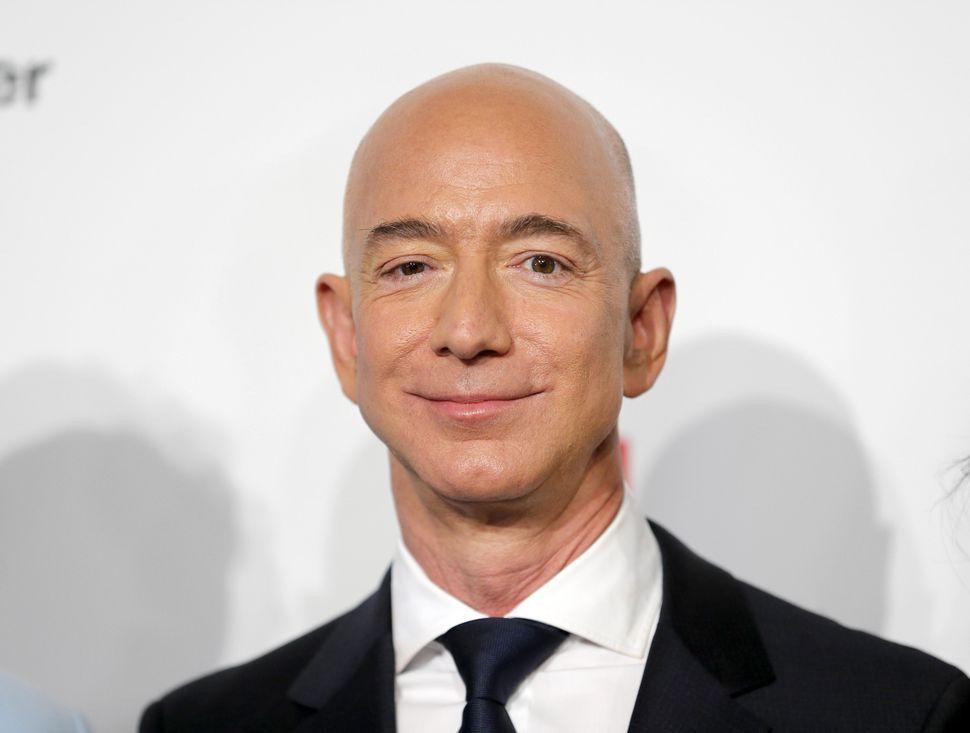 祝「プライムデー」--アマゾンのベゾスCEO、純資産が1500億ドル超え ...