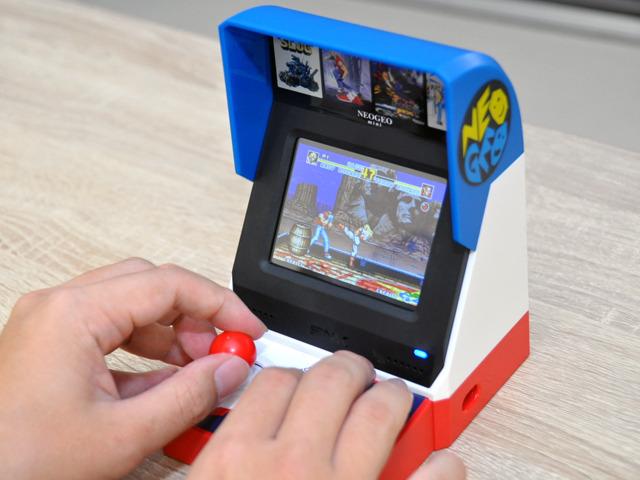 写真で見るゲーム機「NEOGEO mini」--感慨深い小型本体にタイトルラインアップ