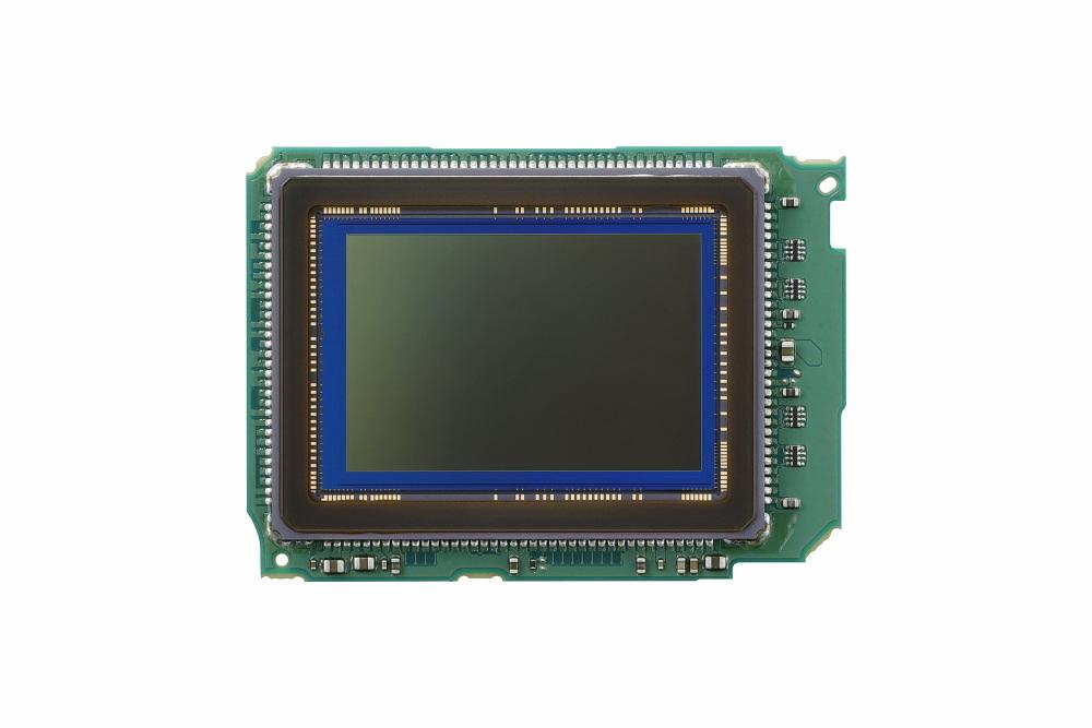 フルサイズCMOSセンサと画像処理エンジン「DIGIC 8」を搭載