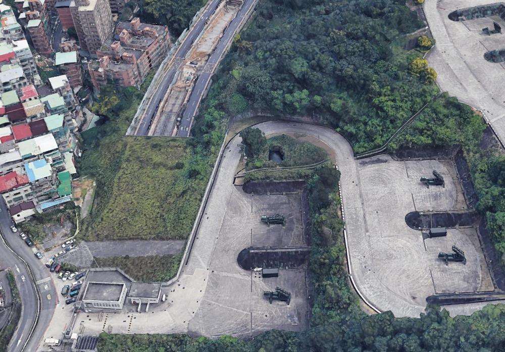 台湾の極秘軍事施設、「Google Earth」の更新で一部が丸見えに - CNET ...