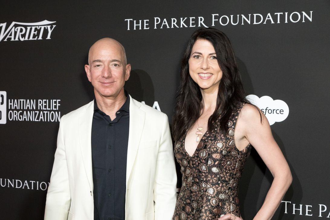 ジェフ・ベゾス氏、離婚の財産分与でアマゾン株75%を維持 - CNET Japan