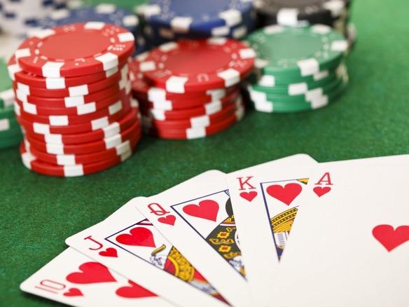 AIが6人プレーのポーカーで人間...