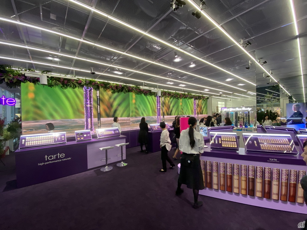 "On the first floor of Maison KOSE, there is a natural cosmetic brand ""tarte"" that is not yet available in Japan. The company plans to replace the brand once every three to four months"