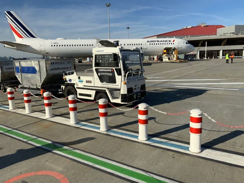 Test operation of an autonomous vehicle at an airfield [Source: Air France]