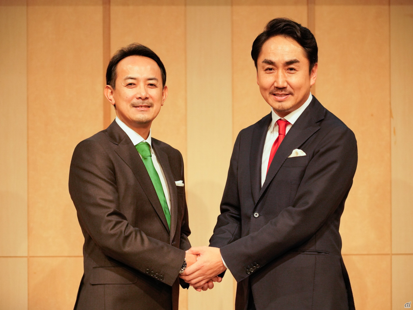 [From left] Kentaro Kawabe, currently President and CEO of New Holdings and Co-CEO of Shinsei Z Holdings, and Tsuyoshi Desawa, currently CEO of LINE and CEO of Z Holdings. [Taken on November 18]