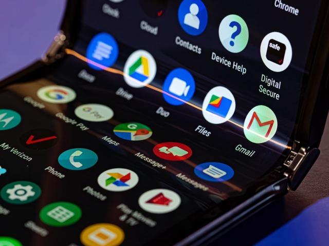 "Photo of Motorola postpones reservation for folding smartphone "" Razr ''"