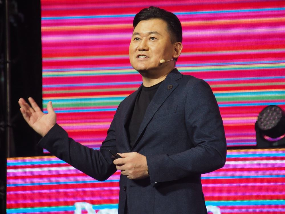 """Mr. Mikitani speaking at """"Rakuten Optimism 2019"""". Rakuten has continued to be bullish, but it has been a tough year, especially for new entrants in the mobile phone business."""
