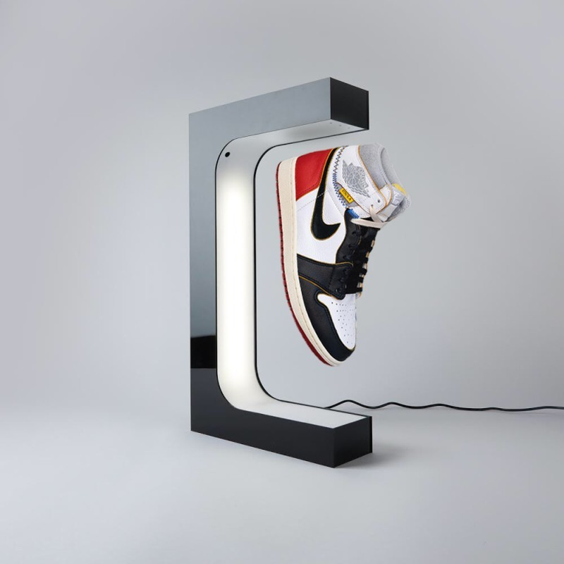 Display with sneakers floating [Source: HYPELEV]