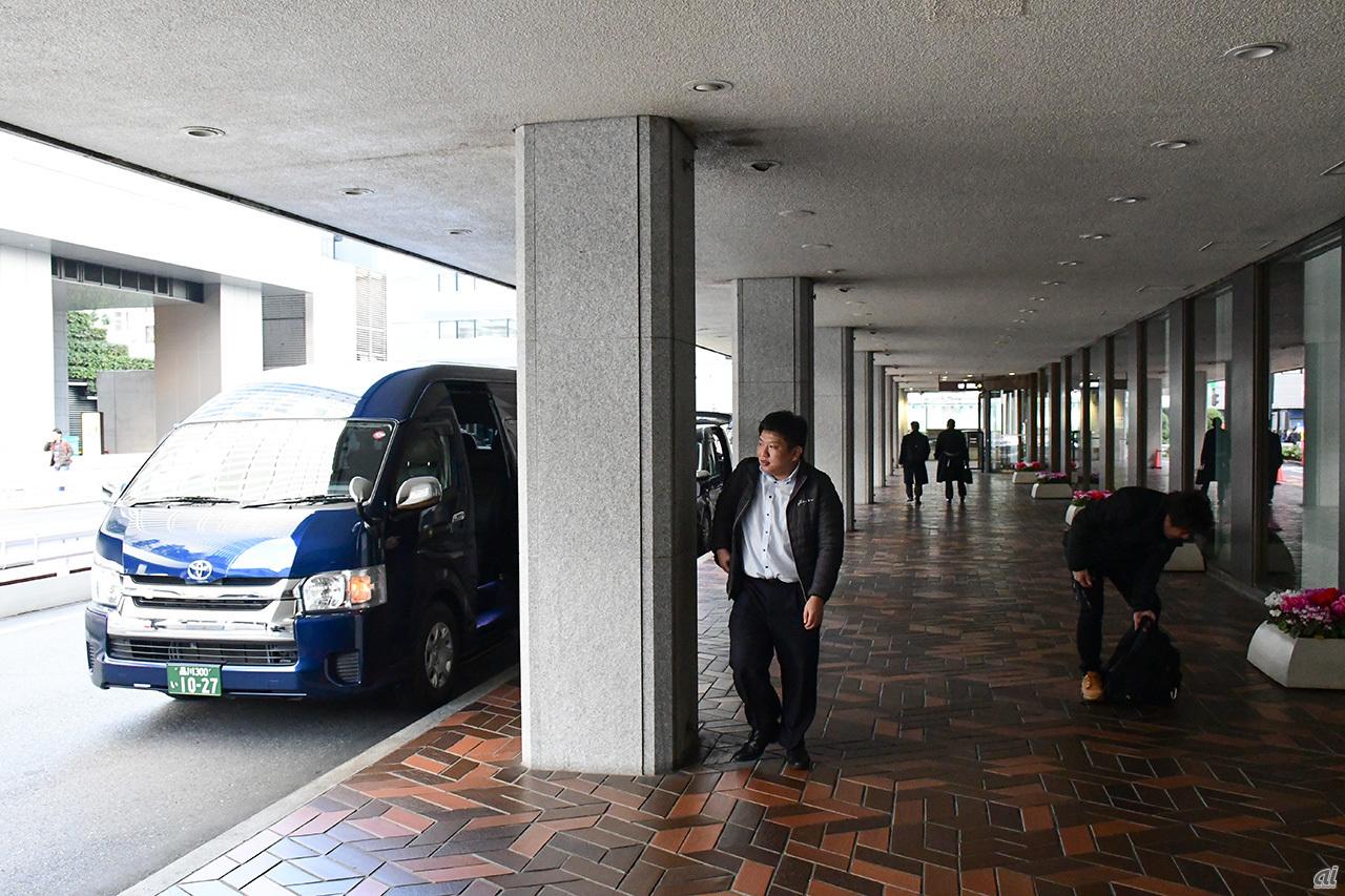 Arrive at Hamamatsucho Station