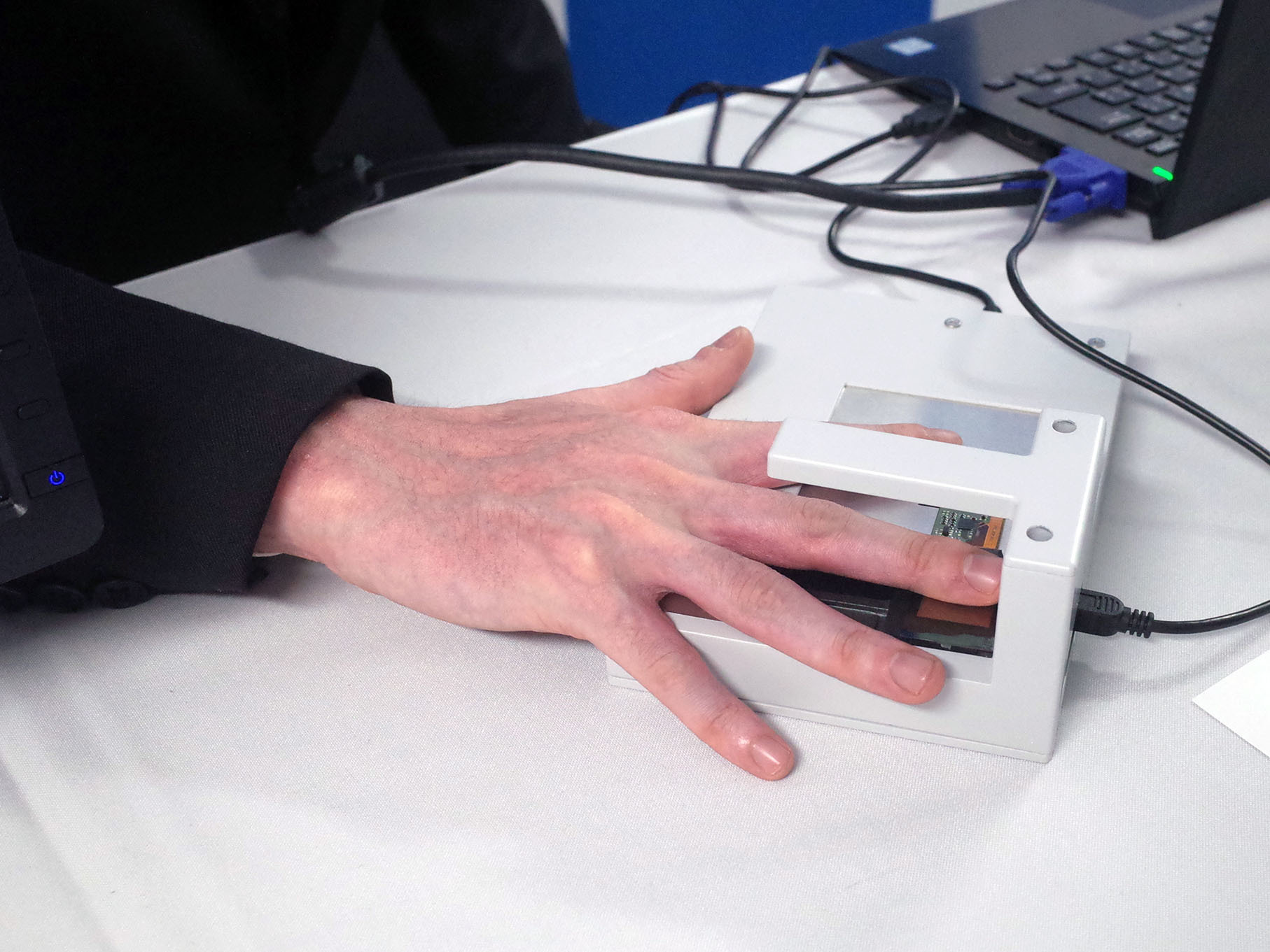 Stationary type that measures by placing a finger