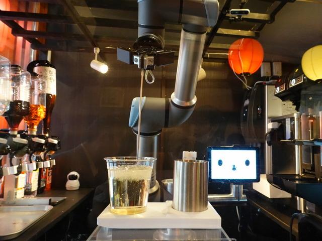 Photo of Robot tavern in Ikebukuro-Yoronotaki et al., Demonstration experiment to solve worsening labor shortage