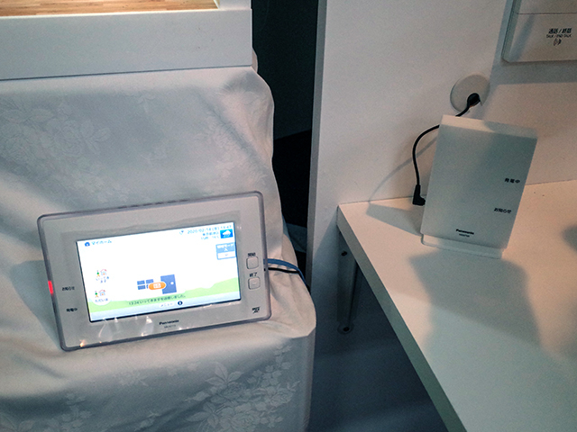 """""""MKN713"""" with 7-inch monitor function and """"MKN704 / MKN705"""" without monitor"""