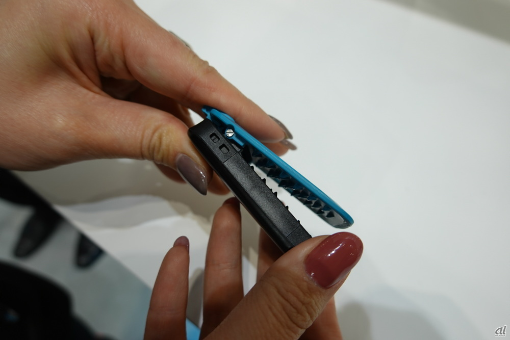 A clip type that attaches to the waist at the center of the body