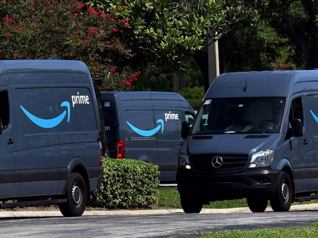 Photo of Amazon orders fast delivery in four U.S. cities