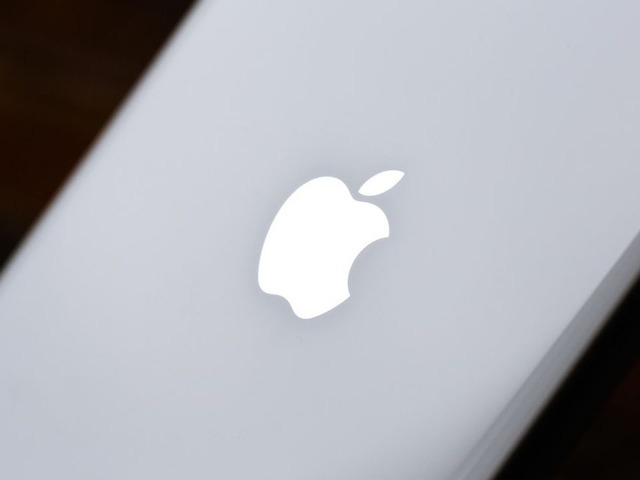 """Photo of """"IPhone can be wiped with a sanitizing sheet""""-Apple updates maintenance information"""
