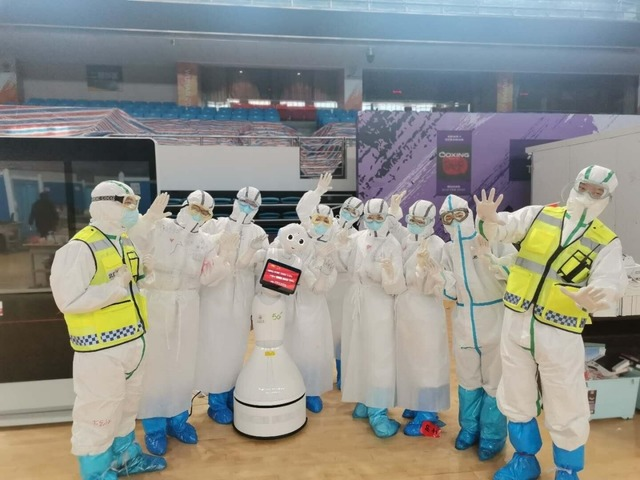Photo of Robots work at temporary hospitals in Wuhan, reducing the burden on people