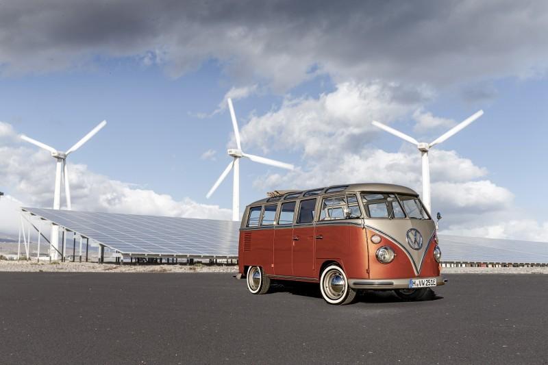 T1 Samba BusをEV化したe-BULLI(出典:VW)