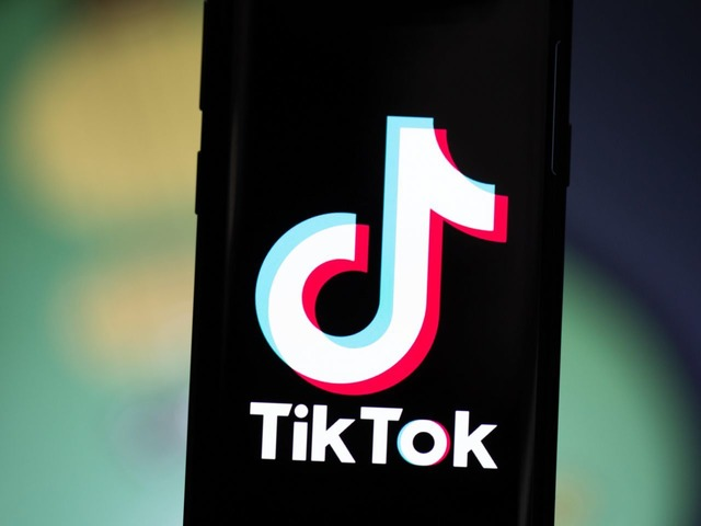 Photo of TikTok disables direct messaging under 16