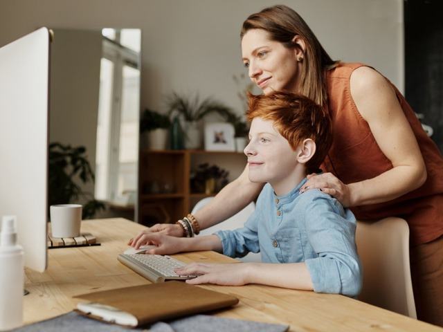 """Photo of More than 30% of elementary and junior high school students own a dedicated PC, and less than 80% of families purchase with the expectation of """"educational benefits"""""""