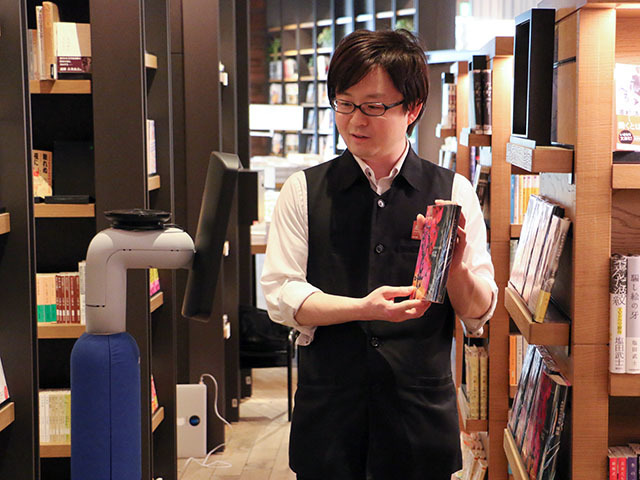Photo of Visit the Tsutaya home appliances that are temporarily closed with an avatar-experience remote concierge and book selection